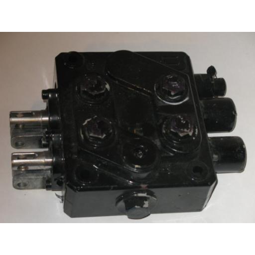 H3942287 Leg valve block